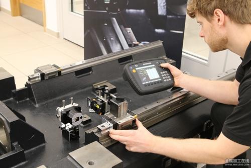 使用XK10激光校准仪执行平行度测量.jpg